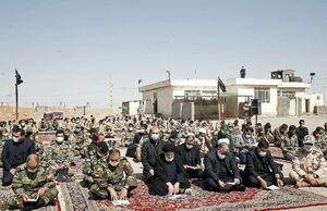 زیارت اربعین آیتالله رئیسی در کنار سربازان پاسگاه مرزی