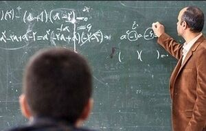 معلمی که برای دانشآموز محروم کلاس خصوصی تشکیل میدهد