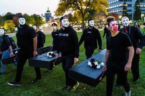 """تظاهرات علیه آزادی پلیس قاتل """"جورج فلوید"""" در ایالت """"مینهسوتا"""" آمریک"""