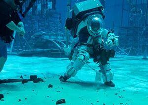 آزمایش لباس فضانوردی زیر آب +فیلم
