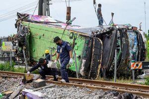 عکس/ برخورد مرگبار اتوبوس با قطار
