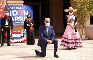 زانو زدن جو بایدن در حمایت از حقوق رنگین پوستان