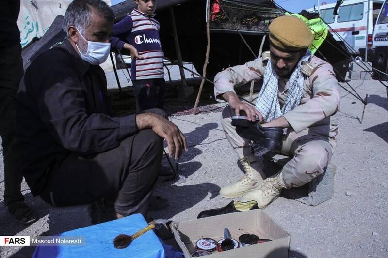 سربازان و پرسنل مرزبانی هم که در منطقه حضور داشتند در خدمترسانی به مردم منطقه سهیم شدند.