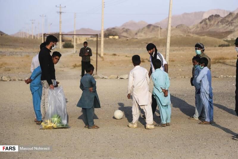 ارائه خدمات فرهنگی همچون برگزاری مسابقههای مختلف و اهدای جوایز به کودکان روستا