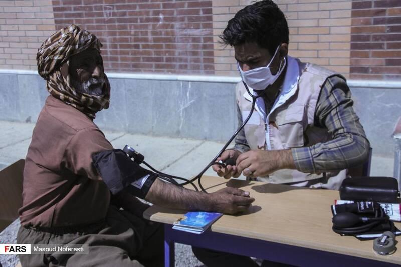 ارائه خدمات پزشکی به اهالی روستا
