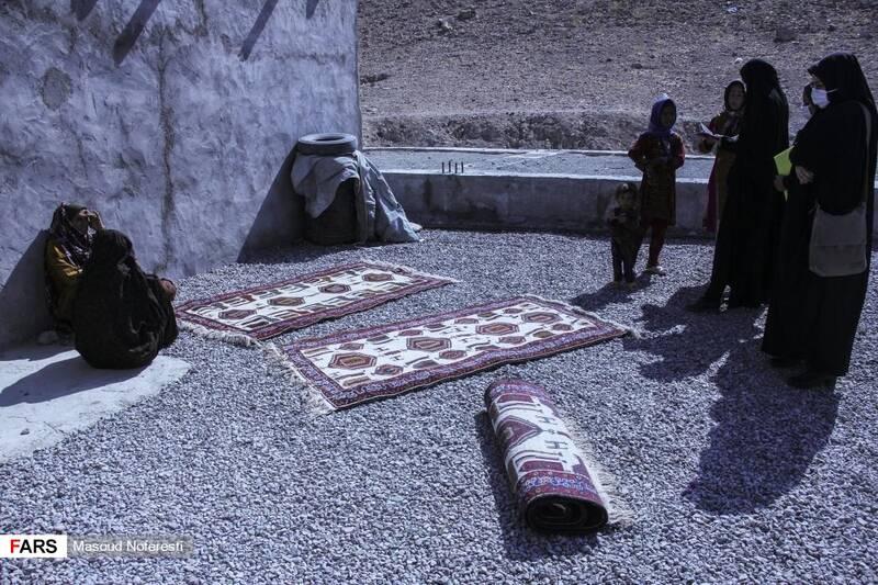 طرح توانمندسازی و خرید تضمینی قالیهای دستبافت مرزنشینان توسط گروه جهادی «لشکر ویژه شهدا«