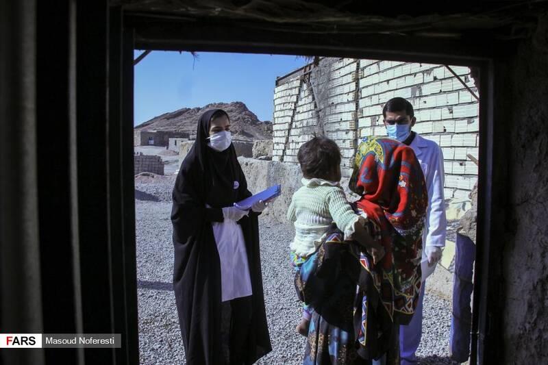 غربالگری اهالی روستاهای شن معصومه و منجیکو  برای ارائه خدمات پزشکی