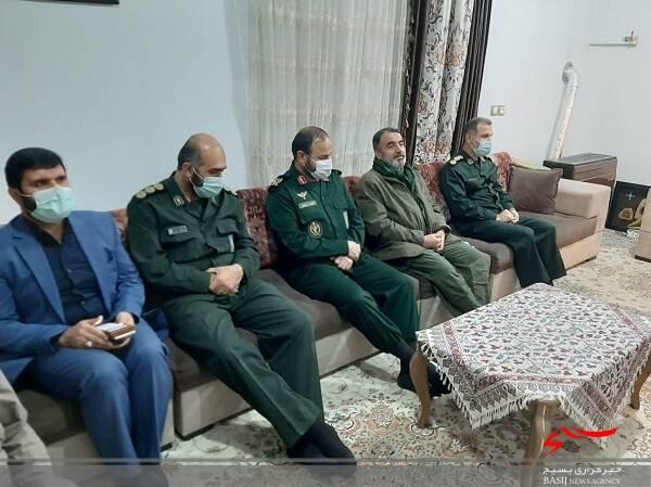 لحظه اعلام خبر بازگشت پیکر مطهر شهید مدافع حرم شهید محمود رادمهر به خانواده اش + عکس