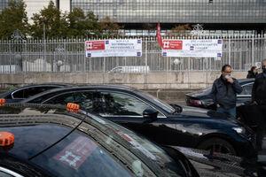 تجمع تاکسیداران خشمگین در پاریس