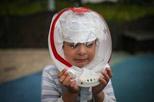 عکس/ ماسکی شبیه کلاه ایمنی فضانوردان