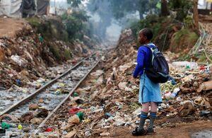 عکس/ خط آهن مملو از زباله