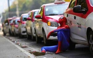 عکس/ مرد عنکبوتی در اعتراضات رانندگان تاکسی