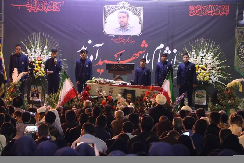 اجرای گروه سرود بچه های بهشت در مراسم وداع  با پیکر مدافع حرم شهید مهدی نظری