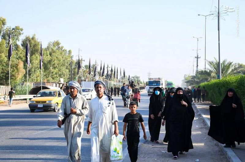 پیاده روی زوار به سوی حرم حضرت علی(ع)