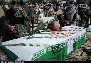 شهید مرزبان هرمزگانی بر دستان همرزمانش تشییع شد+عکس