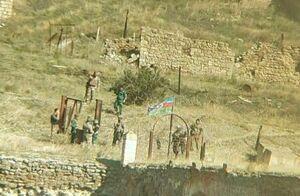 عکس یادگاری سربازان آذربایجان در خاک ارمنستان