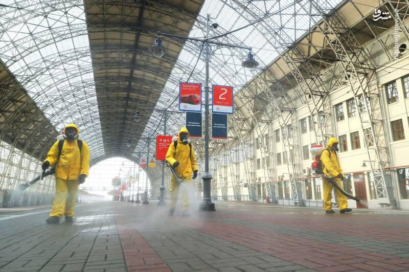 عکس/ ضدعفونی ایستگاه قطار در مسکو