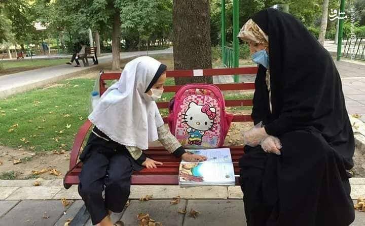 تدریس خصوصی در پارک بخاطر فقر +عکس