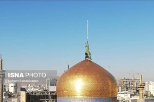 عکس/ تعویض پرچم بارگاه امام رضا(ع)