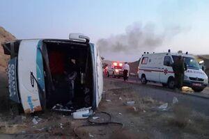 عکس/ واژگونی یک دستگاه اتوبوس در محور قم کاشان