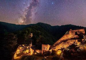 عکس/ نمایی زیبا از قلعه رودخان در شب