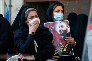عکس/ احساسات مردمی در تشییع شهید آمر به معروف