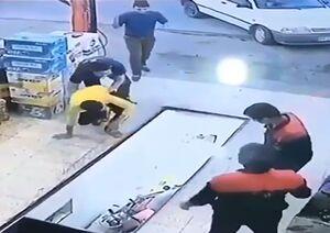 لحظه سقوط موتورسیکلت داخل چاله تعویض روغنی +فیلم