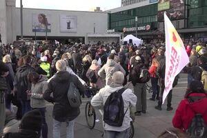 فیلم/ برلین مملو از معترضان به محدودیتهای کرونا