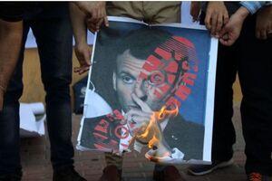 آتش زدن پرچم فرانسه و تصاویر «ماکرون» در کرانه باختری +فیلم و عکس