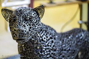 عکس/ خلق اثر هنری از ضایعات آهن