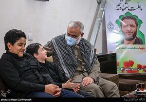 عکس/ دیدار سردار نقدی با خانواده شهید امر به معروف