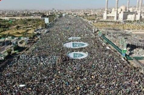 فیلم/ تجمع میلیونی در یمن به مناسبت میلاد پیامبر (ص)