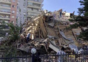 فیلم/ لحظه وحشتناک فرو ریختن ساختمانی در ترکیه