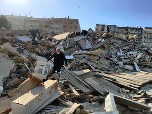 عکس/ وقوع زلزله مهیب در ازمیر ترکیه