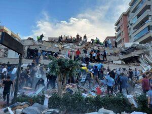 عکس/ تلاش برای نجات افراد زیر آور در ترکیه