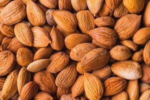 خواص و مضرات مصرف بادام تلخ و شیرین