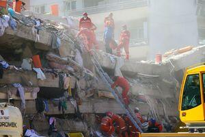 عکس/ تداوم عملیات نجات زلزلهزدگان ازمیر