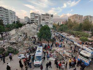 تداوم عملیات نجات زلزلهزدگان ازمیر