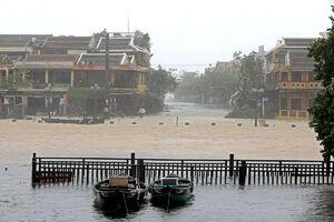 طوفان مهیب ویتنام را درنوردید
