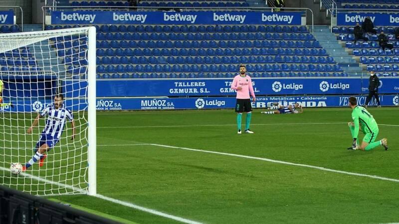 اشتباه نتو در بازی بارسلونا و آلاوس