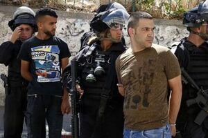 هتک حرمت مسجد الاقصی و بازداشت جوانان فلسطینی توسط نظامیان صهیونیست - کراپشده