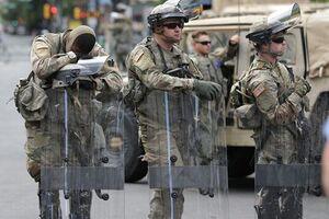 فیلم/ استقرار نیروهای گارد ملی در مقابل مجلس ایالتی میشیگان