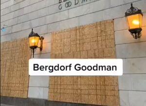 فیلم/ بستن فروشگاههای آمریکا با چوب و بتن