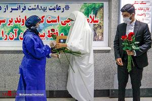 عکس/ تقدیر یک عروس و داماد از مدافعان سلامت