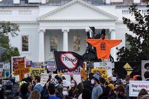 تجمع معترضان در مقابل کاخ سفید