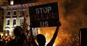 درگیری در مقابل کاخ سفید