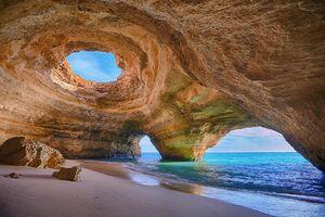 عکس/ منظره زیبا از غار ساحلی