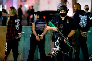 فیلم/حمله پلیس با تظاهراتکنندگان در سیاتل