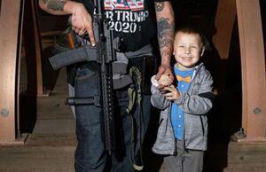 عکس/ هواداران مسلح ترامپ در یک سایت شمارش آرا
