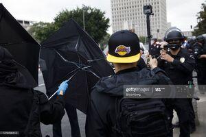 عکس/ فیلمبرداری پلیس آمریکا از معترضان به انتخابات